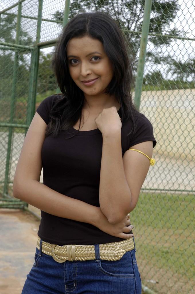 Jolly boys kannada movie rekha black color dress hot stills