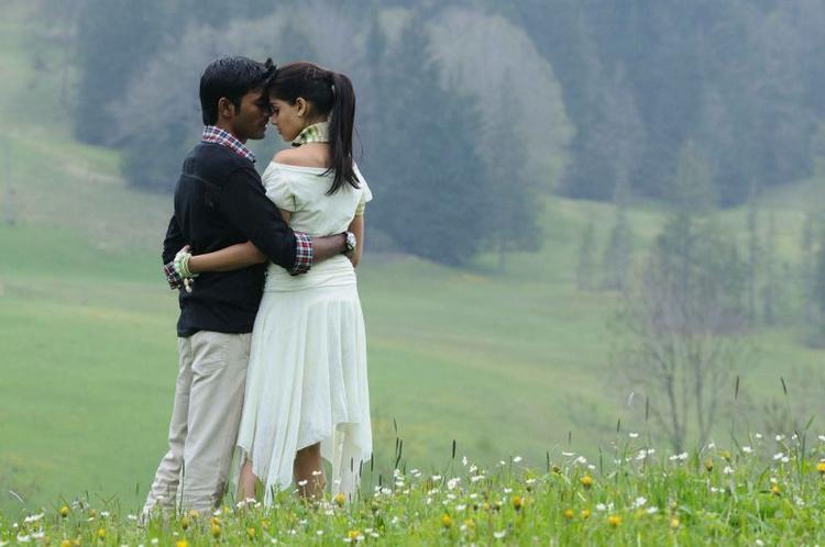 Uthama Puthiran Dhanush and Genelia stills