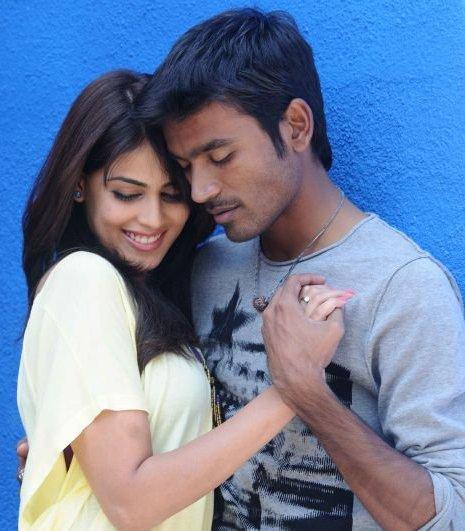 Uthama Puthiran movie Dhanush romance still