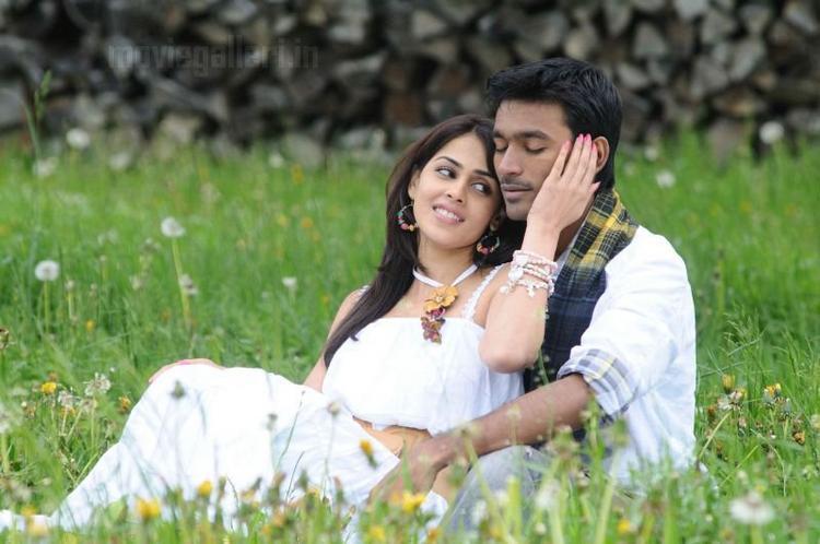 Uthama Puthiran movie Dhanush and Genelia hot stills
