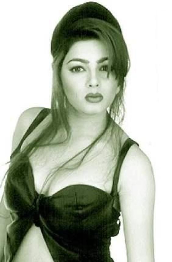 Mamta Kulkarni hot boob show things