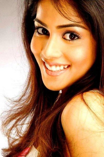 Genelia D'Souza cute smile wallpaper
