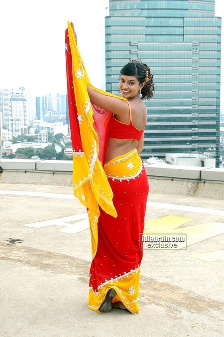 Sayali Bhagat saree small
