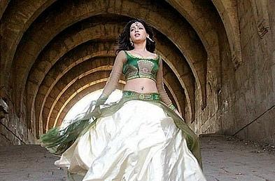 Kurralloy Kurrallu movie Samantha gown still