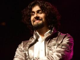 Sonu Nigam hairstyle and cute smile pic