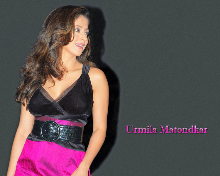 Urmila Matondkar black hot dress wallpaper