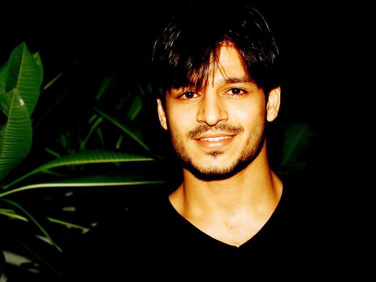 Vivek Oberoi Cool Smile photo