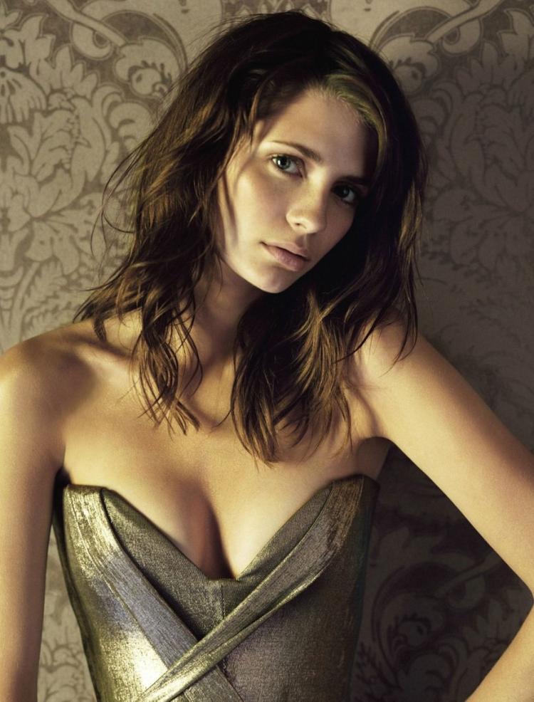 Mischa Barton hot boob show