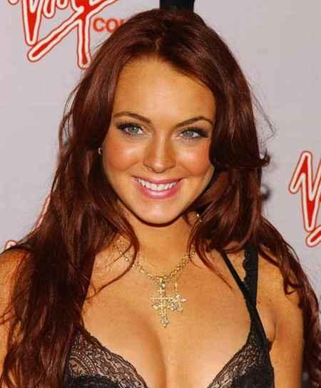 Lindsay Lohan hot boob show