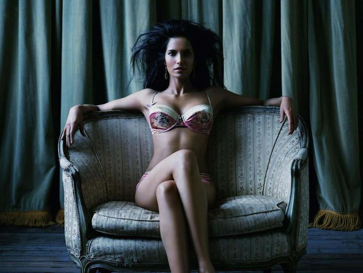 Padma Lakshami in bikini latest spicy pics