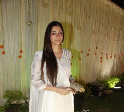 Tabu at Vivek Oberoi-Priyanka Alva Wedding Reception