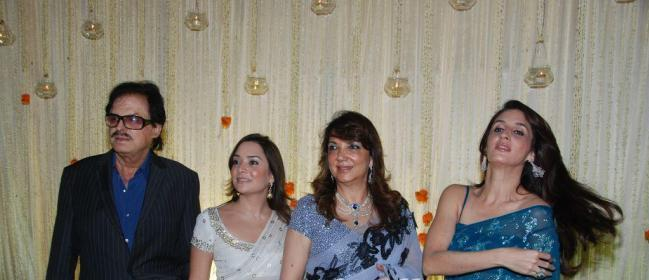 sanjay khan with 2 daughters at Vivek Oberoi Reception party