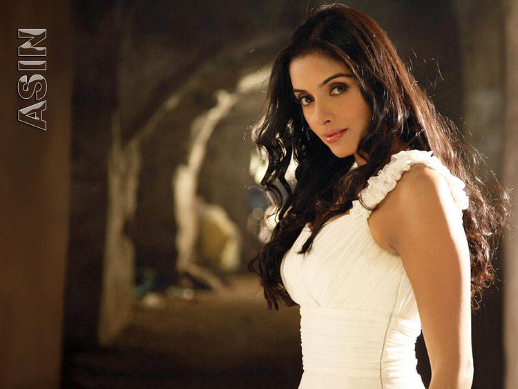 Asin Thottumkal awesome look