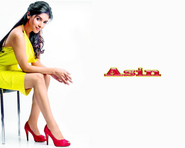 Asin Thottumkal mini dress wallpaper