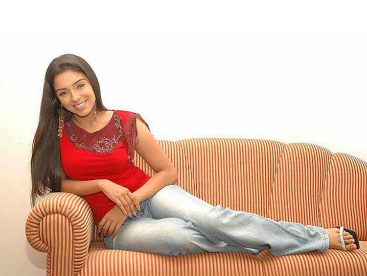 Asin Thottumkal red dress latest still