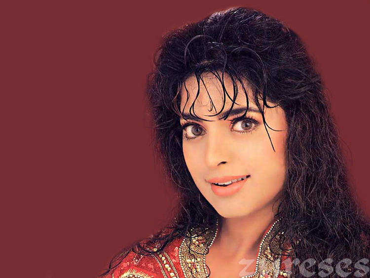Juhi Chawla curly haircut  Wallpaper