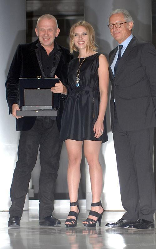 Scarlett Johansson smilling photo