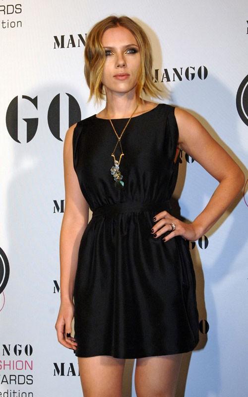 Scarlett Johansson sexy pose for photo shoot