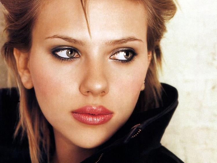 Scarlett Johansson spicy lips and eyes look