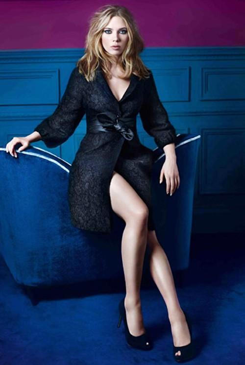Scarlett Johansson sexy legs hot photo shoot