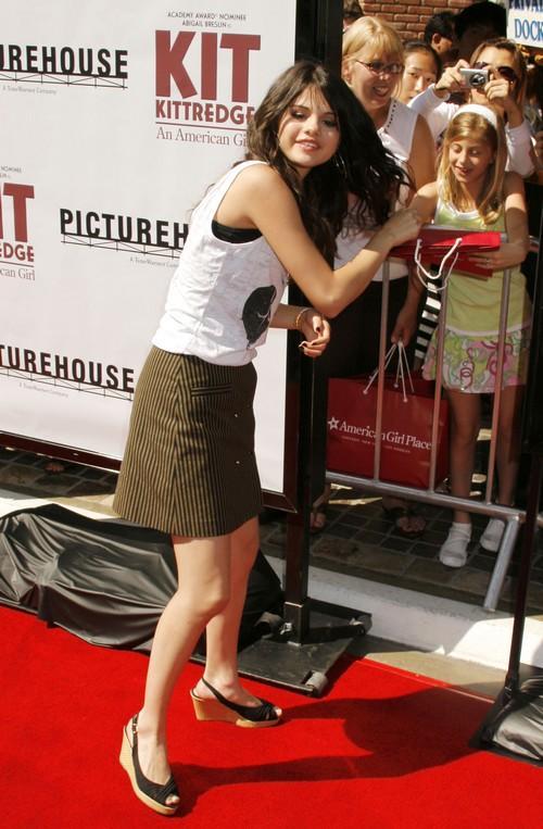 Abigail breslin public mini dress pictures