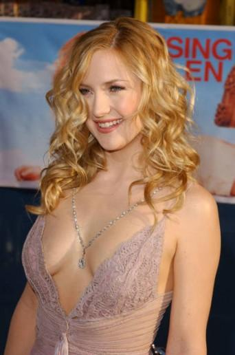 Kate Hudson hot boob show
