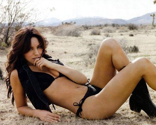 Kelly Brook spicy bikini photo shoot for FHM