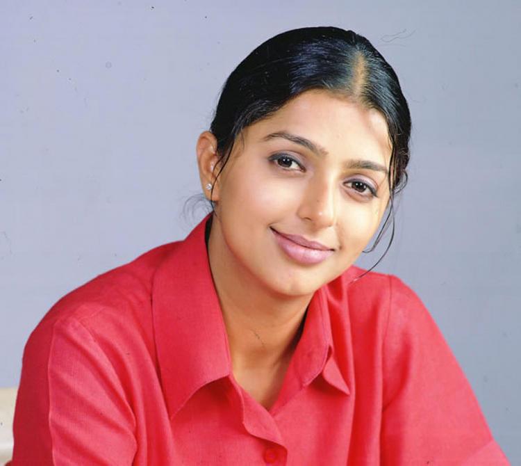 Bhumika Chawla in red sirt