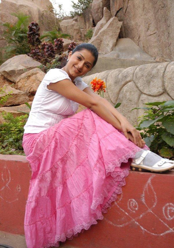 Bhumika Chawla cute smile image