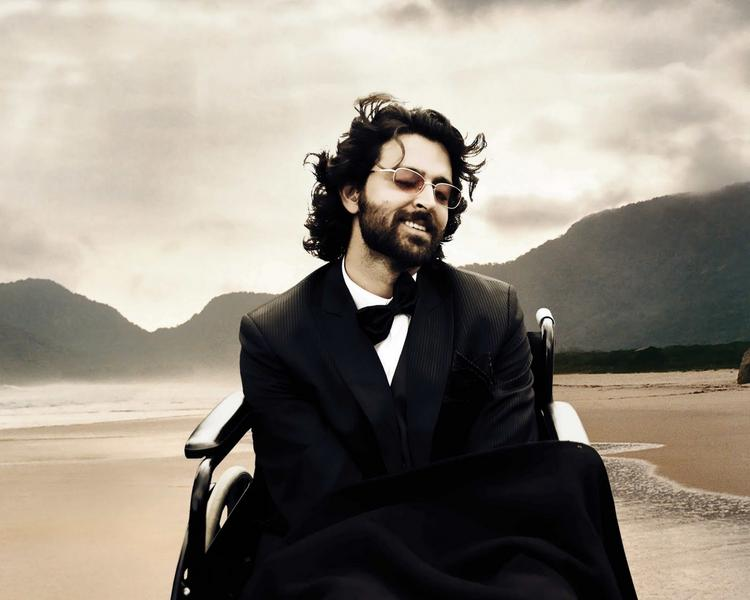 Hrithik Roshan romantic still in Guzaarish