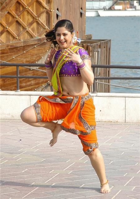 Farzana saree dance small