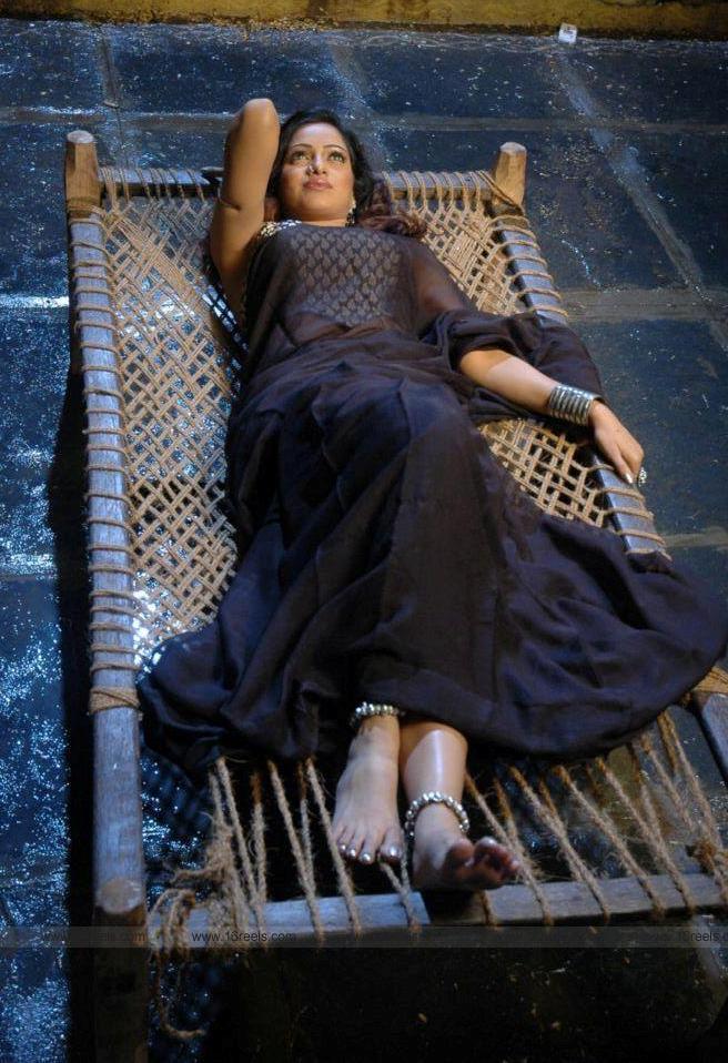 Udaya Bhanu in black saree Sleeping images