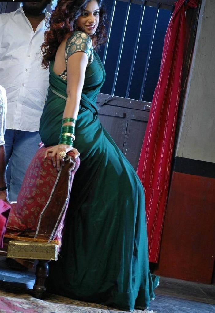 Udaya Bhanu green color saree sexy photo shoot
