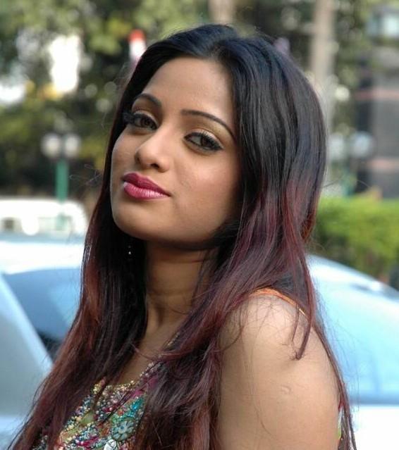 Tollywood Beauty Udaya Bhanu pink lips still