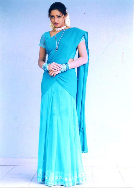 Udaya Bhanu half saree beauty still