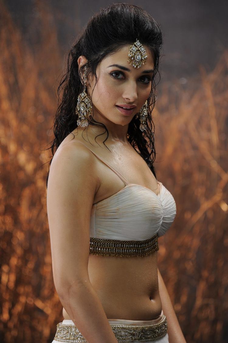Badrinath telugu movie tamanna hot navel stills