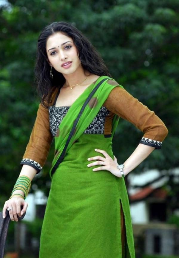 Cute Indian Actress Tamanna sizzlin hot sexy look