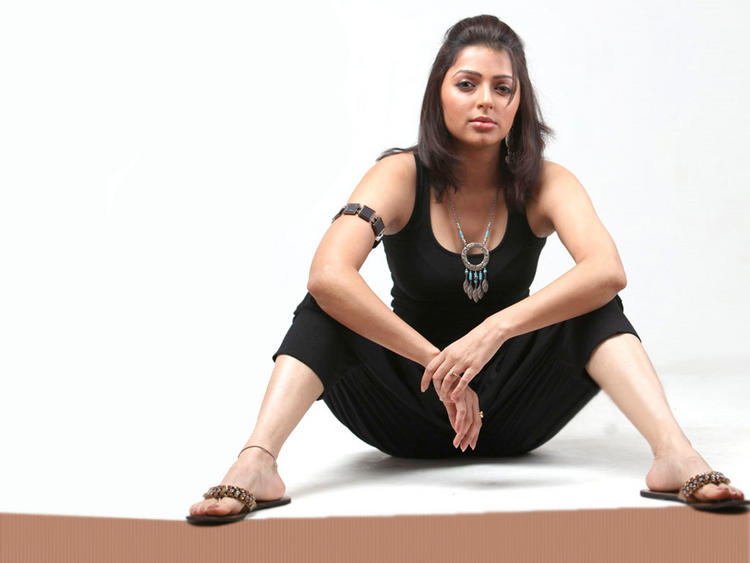 Bhumika Chawla black hot look