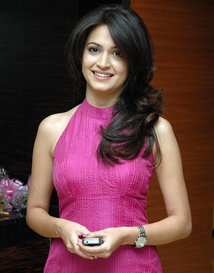 Kriti Kharbanda glamourous photo