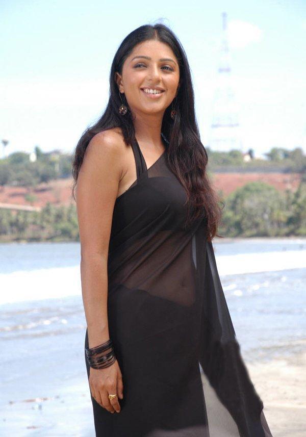 Bhumika chawla in black hot saree