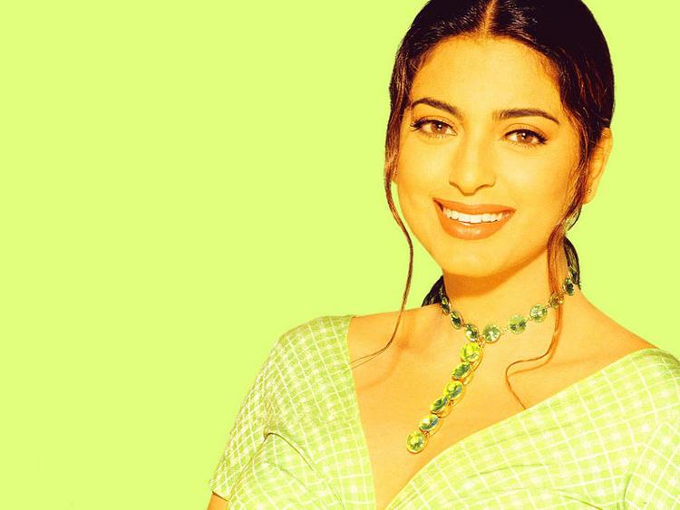 Juhi Chawla beautiful cool smile