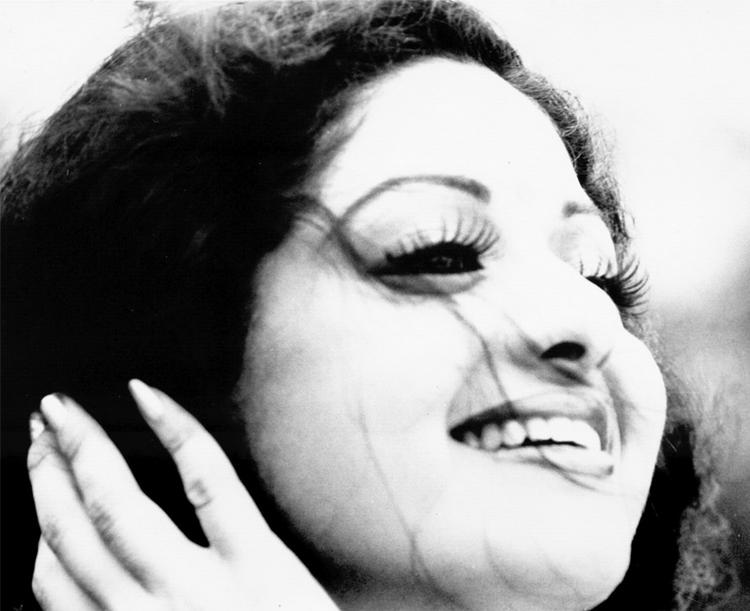 Sridevi black and white wallpaper