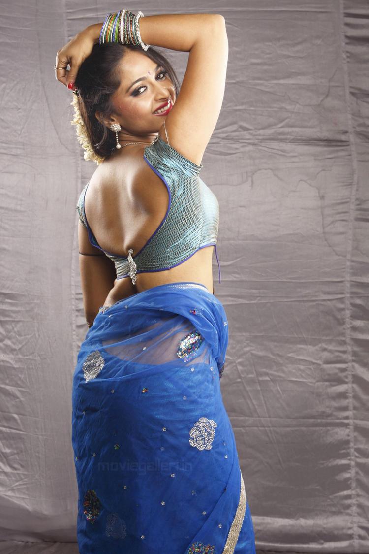 Anushka Vaanam hot stills
