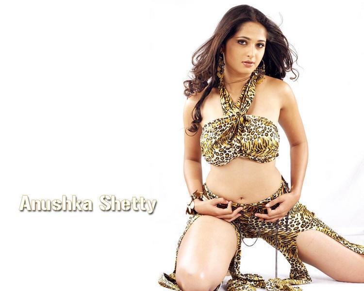 Anushka shetty glamourous wallpaper