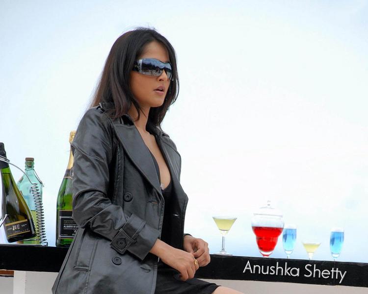 Anushka shetty stylist look wallpaper