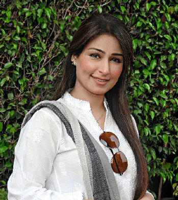 Reema Khan stylist look wallpaper