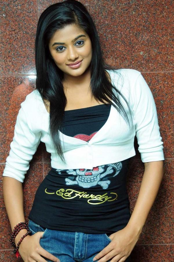 Priyamani cute hot photo shoot