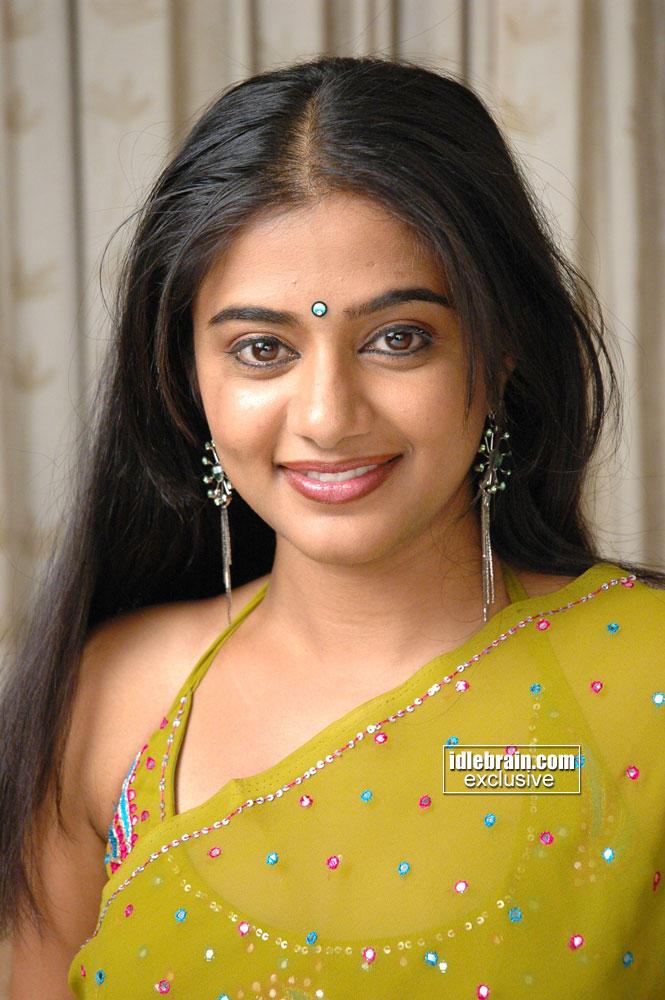 Priyamani looks gorgeous in saree