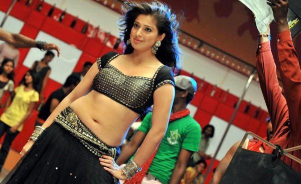 Lakshmi Rai spicy hot navel photo