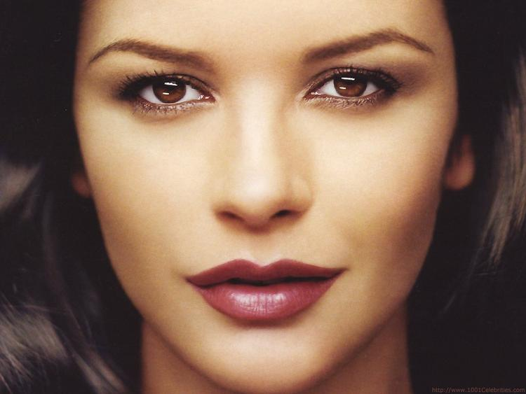 catherine zeta jones spicy lips and sexy eyes wallpaper